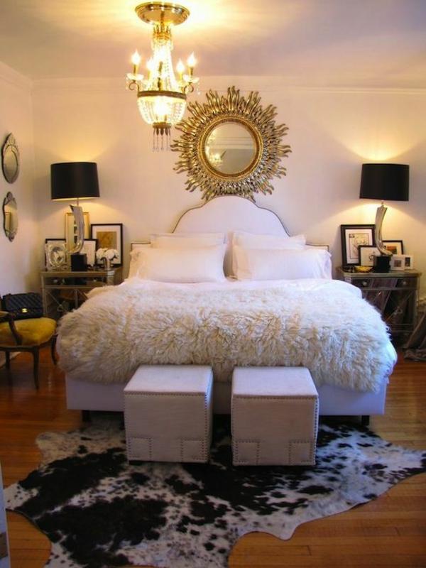 kuhfellteppich verlegen braun weiß im schlafzimmer bettvorleger