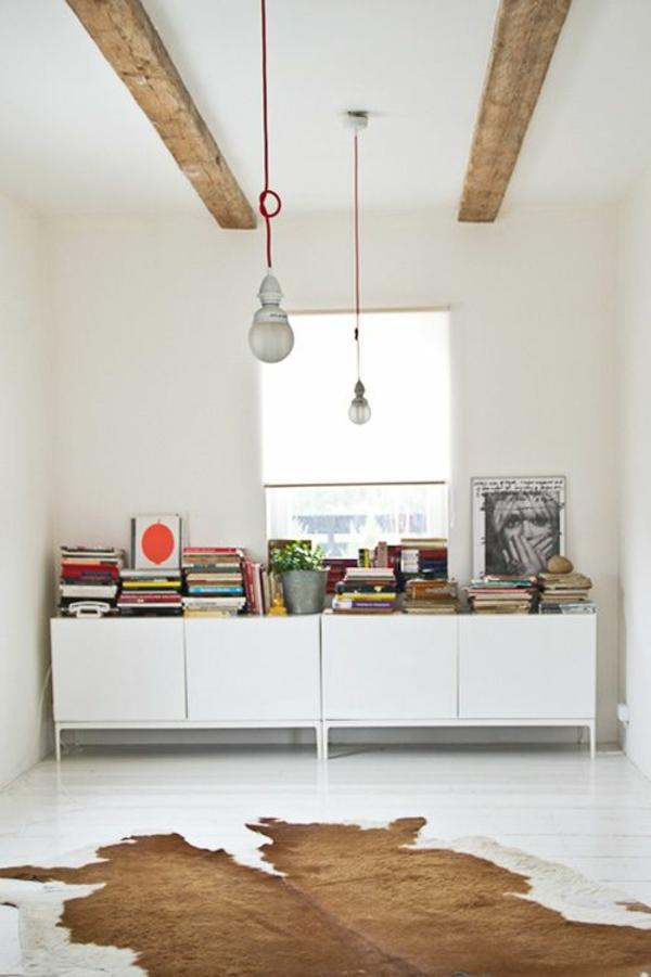 kuhfellteppich verlegen braun weiß kreative einrichtungsideen