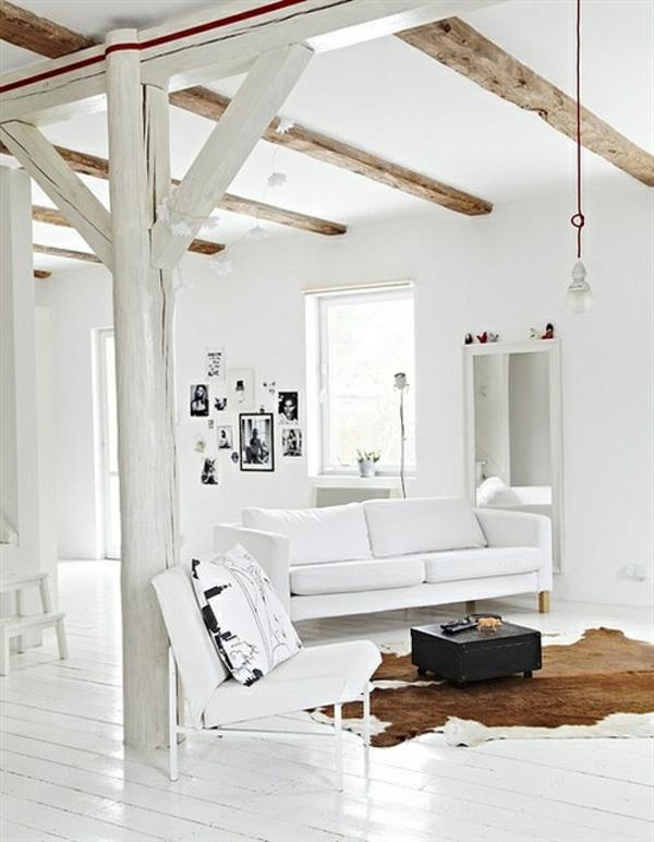 kuhfellteppich verlegen braun weiß wohnzimmermöbel holz ledersofa