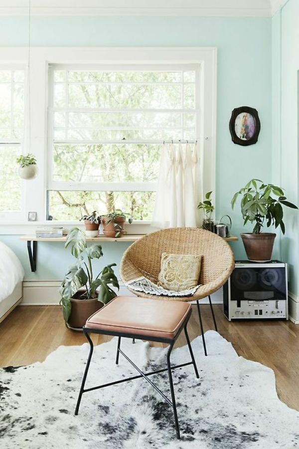 kuhfellteppich verlegen braun weiß wohnzimmermöbel retro design