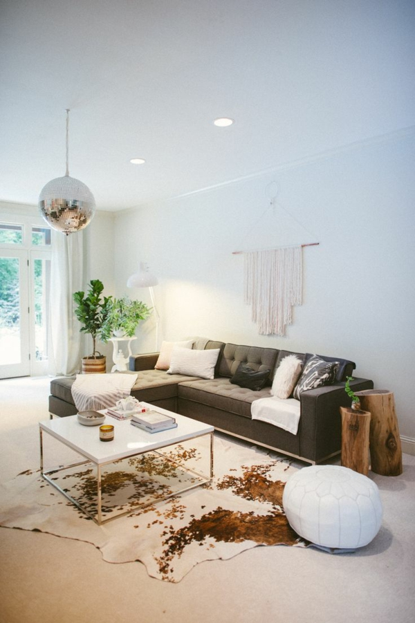 coole wohnzimmertische: Kuhfell Teppich im Wohn oder Schlafzimmer verlegen Coole DEKO Ideen