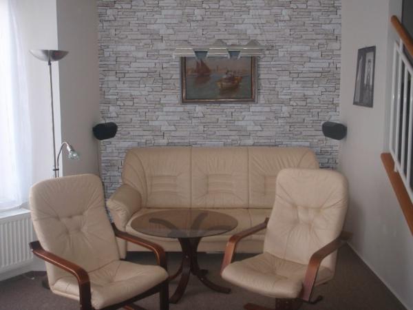 kunststein wandverkleidung creme sofa sessel