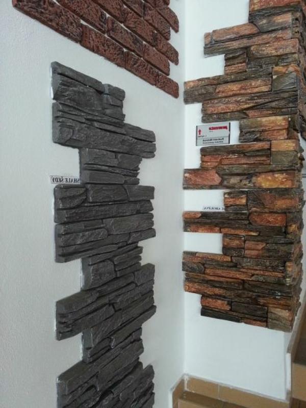 Esszimmer Wandverkleidung Steinwand Dielenboden Freischwinger Stuehle
