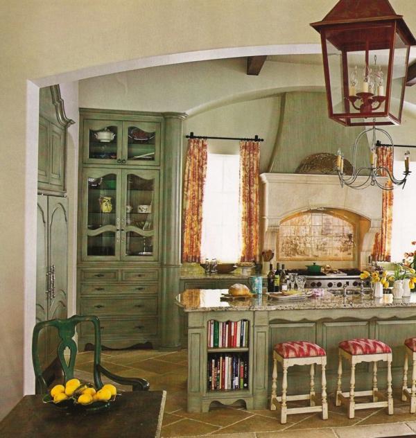landhaus möbel grüner vitrinenscharnk laterne