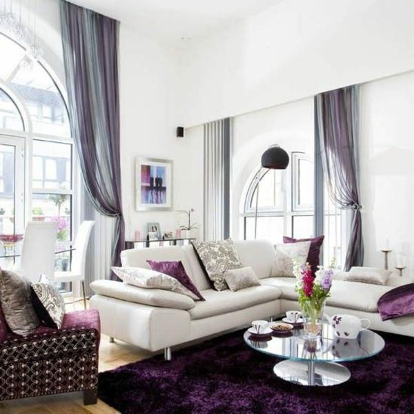 luxus lufitges ambiente wohnzimmer purpurrot fellteppich