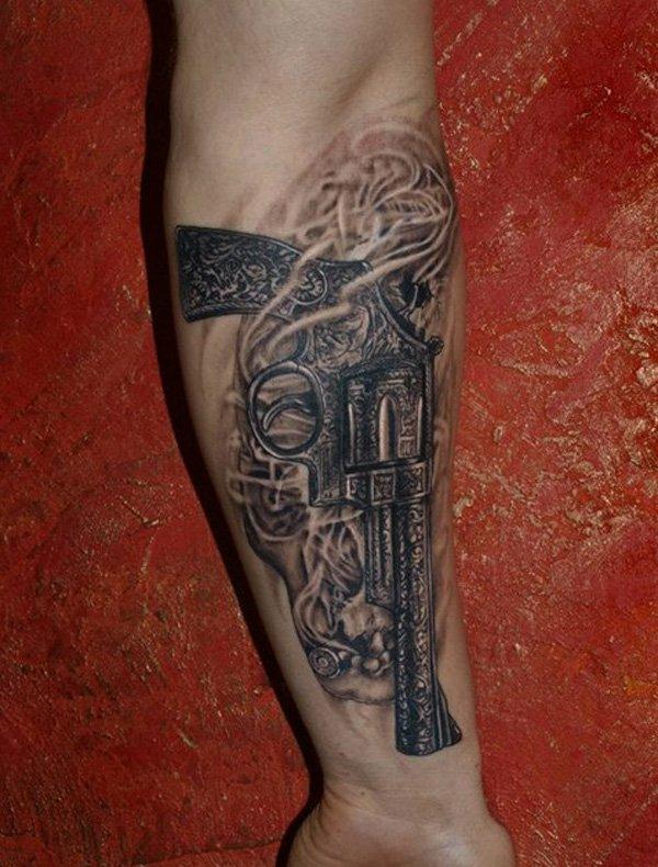 männer tattoos frauen vorlagen motive waffe