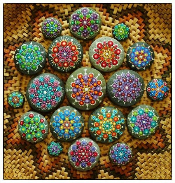 mandalas für erwachsene flusssteine