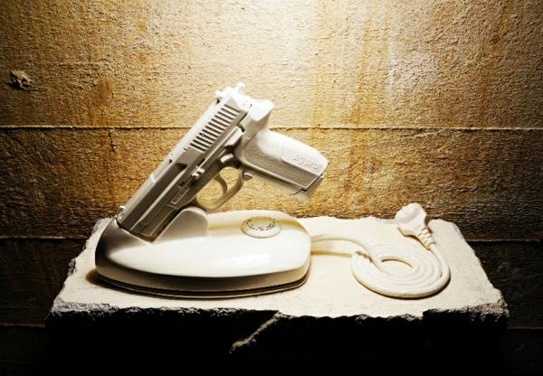 moderne kunst benjamin nordsmark art projekt bügel pistolle