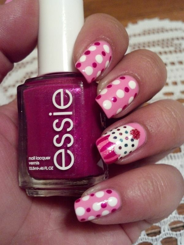 nageldesigns bilder nail art pink törtchen muster