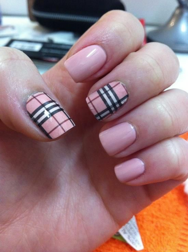 nageldesigns bilder nail art rosa burberry muster