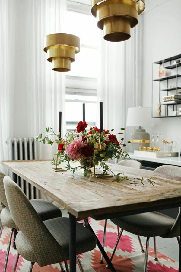 pendelleuchten esszimmer landhausstil holzmöbel rustukaler esstisch