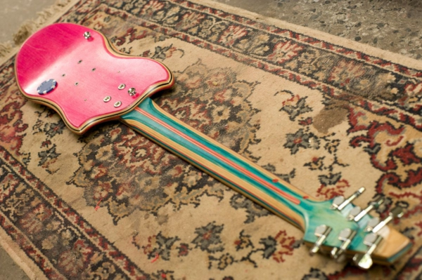recycling art gitarre pink