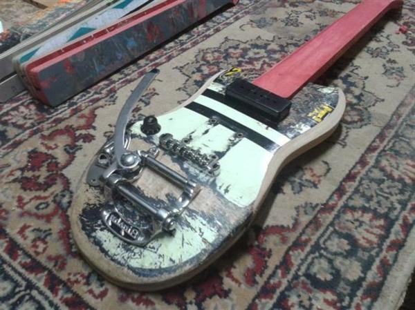 recycling kunst gitarre skateboard