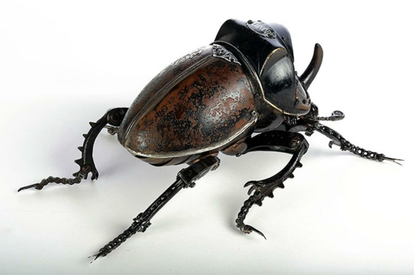 recycling und kunst käfer hinten