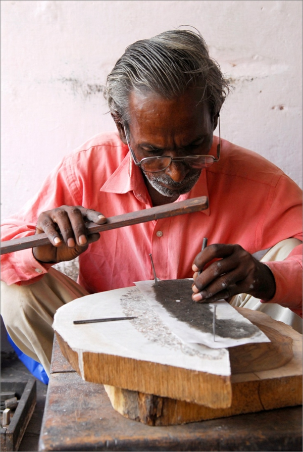reise nach indien indienreise indische kultur schnitzerei handwerk