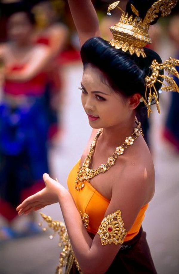 reise nach thailand thailändische kultur thai tänzerin