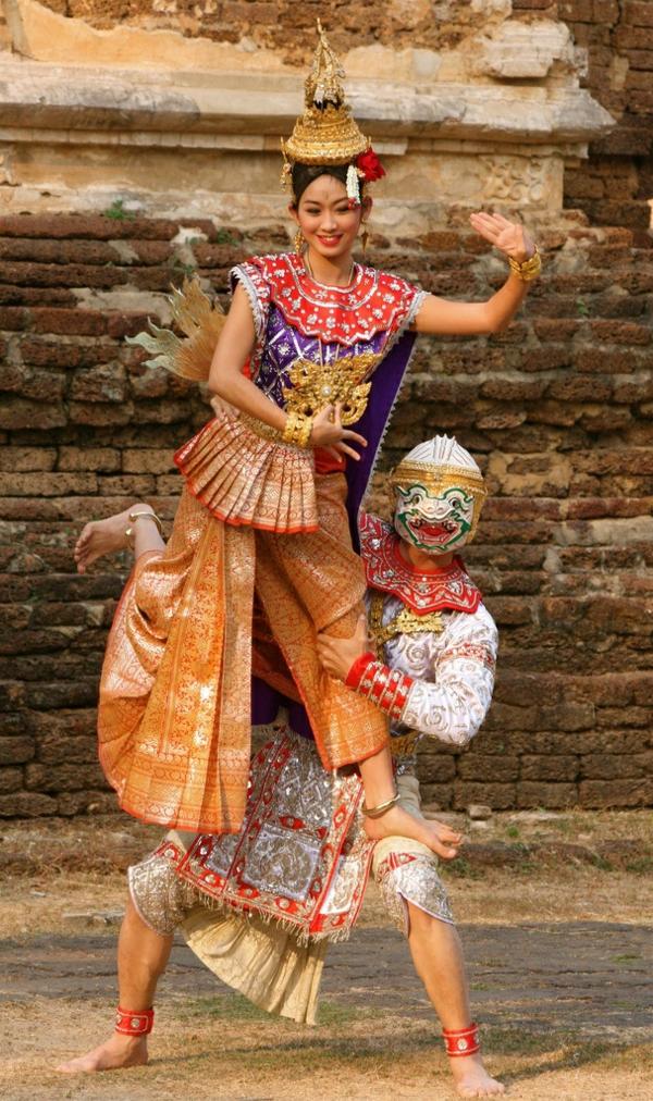 reise nach thailand thailändische kultur traditionelle bekleidung