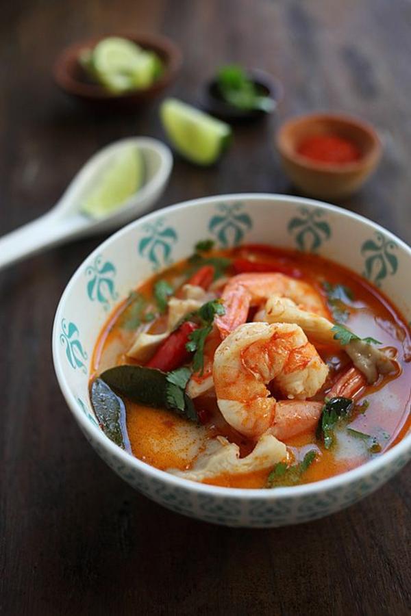 reisen nach thailand rundreise essen suppe mit schrimps