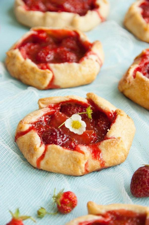 rhabarberkuchen erdbeeren stückchen