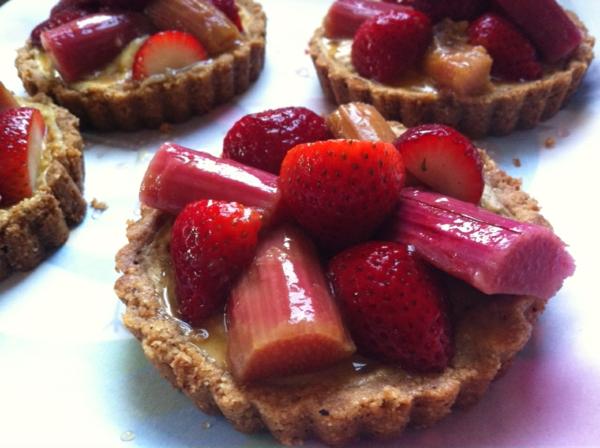 rhabarber kuchen erdbeeren törtchen