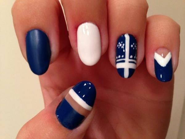 richtig nägel lackieren blau weiß nagellack design