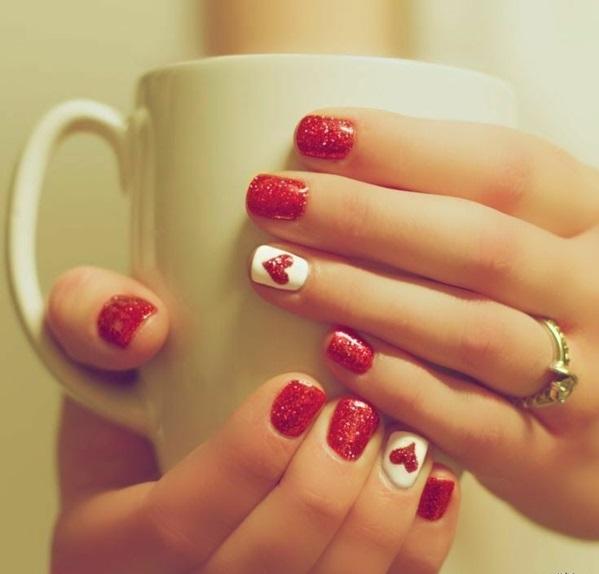 rote Gelnägel  bilder warm getränk Weihnachten rote fingernägel