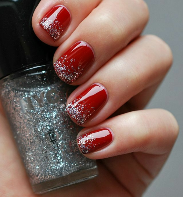 rote Gelnägel zu Weihnachten fingernägel lackiert glitzern