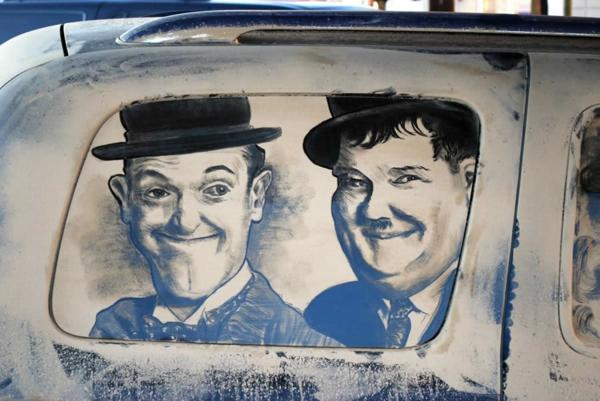 schmutzige autos kunst staub gemälde laurel hardy