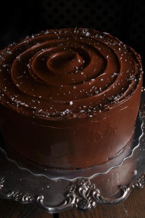schokoladenkuchen dunkle schokolade spiralförmige glasur