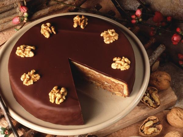 schokoladen kuchen glad glasur walnüssen