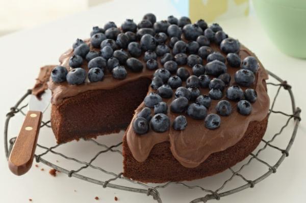 schokoladenkuchen glasur blaubeeren