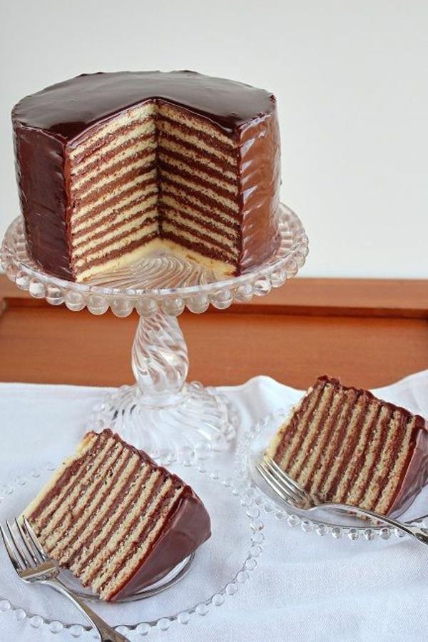 schokoladenkuchen schichten weiß braun