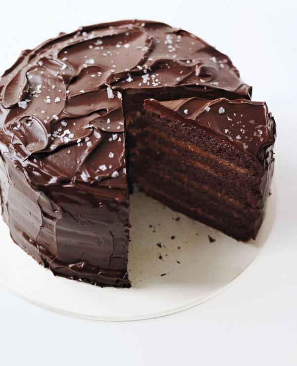 schokoladen kuchen schichten weiße streusel