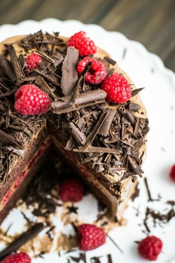 schokoladen kuchen schokoraspeln himbeeren