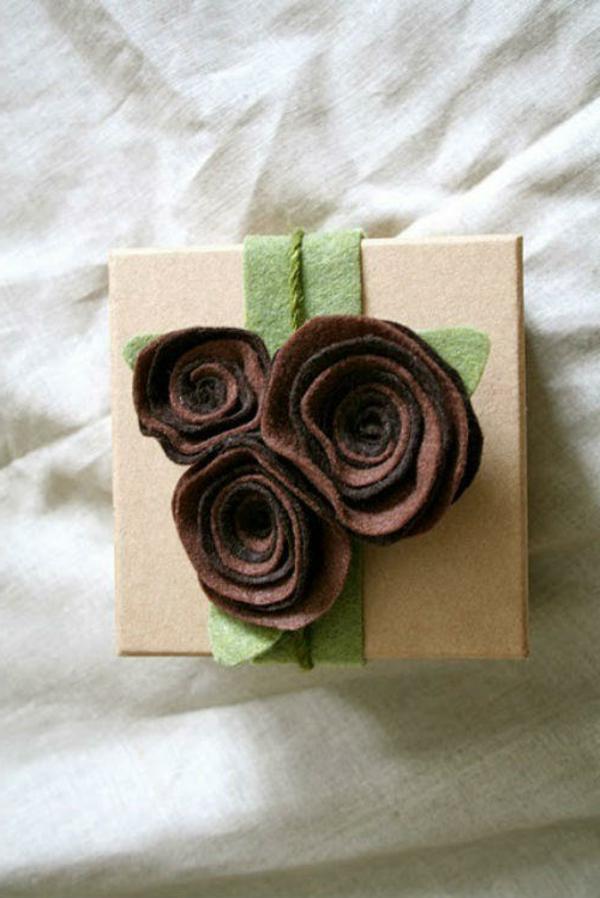 selbstgemachte geschenke filzblumen