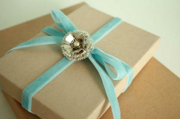 selbstgemachte weihnachtsgeschenke glitzer blume