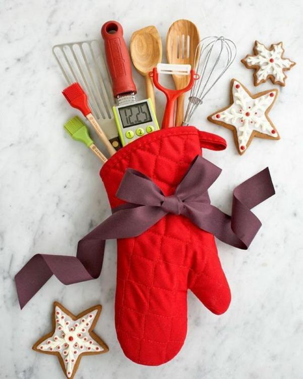selbstgemachte weihnachtsgeschenke küchenhandschuh schleife