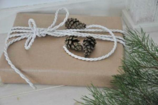 selbstgemachte weihnachtsgeschenke verpackung zapfen
