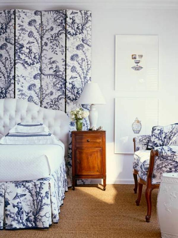 sisalteppich schlafzimmer blumenmuster nachttisch