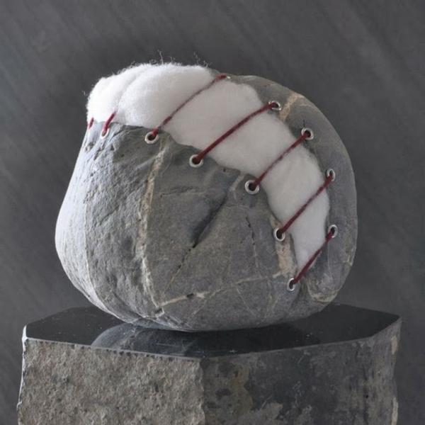 steinskulpturenball genäht