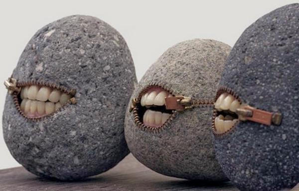 steinskulpturen rund zähne