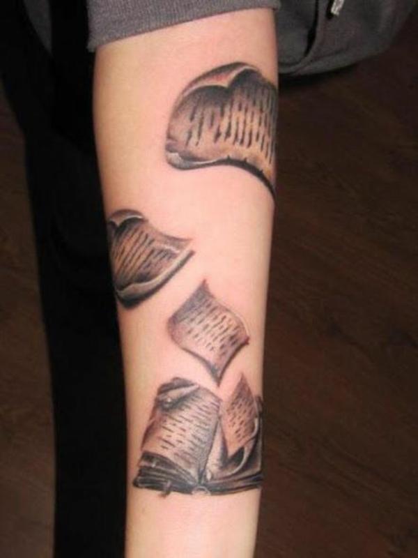 tattoo ideen bücherseiten oberarm unterarm