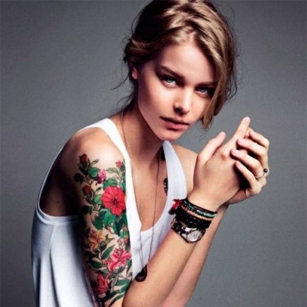 tattoo motive oberarm bunt zart