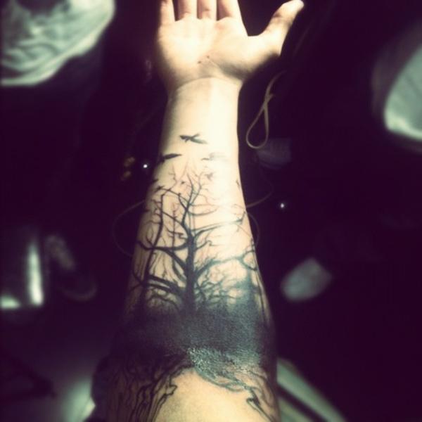 tattoo motive oberarm dunkel wald