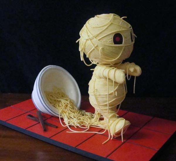 torte dekoration mumie spaghetti
