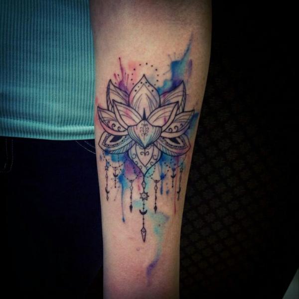 unterarm tattoo vorlagen monochromatisch farben