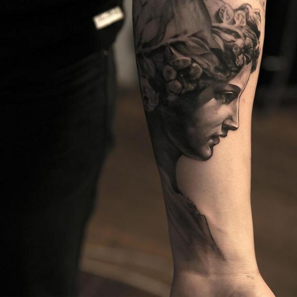 vorlagen statue römisch Oberarm und Unterarm Tattoo Ideen