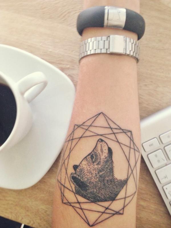 unterarm tattoo vorlagen wald bär