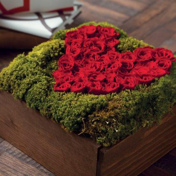 valentinstag geschenke geschenke für verliebte blumen moos