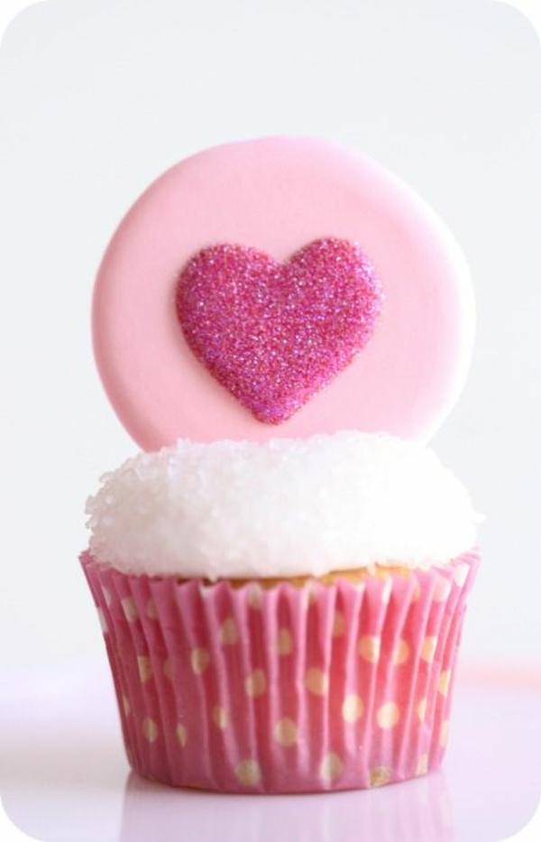 Valentinstagstorte cupcake glitzerndes herz